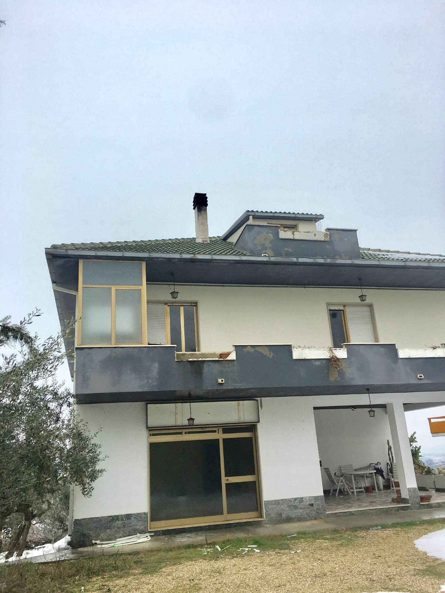 Appartamento in affitto a Collecorvino, 2 locali, prezzo € 350 | Cambio Casa.it
