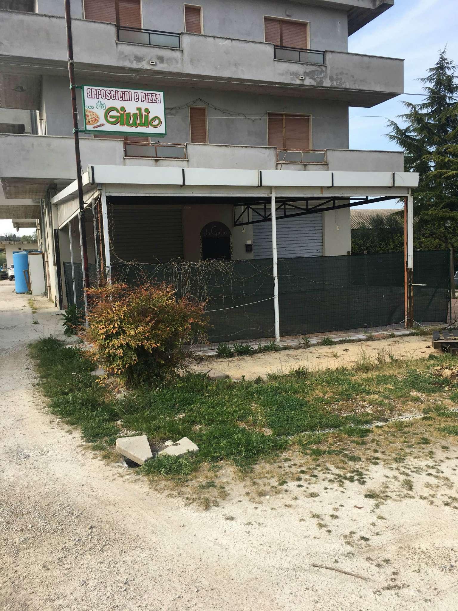 Negozio / Locale in affitto a Moscufo, 3 locali, prezzo € 900 | Cambio Casa.it