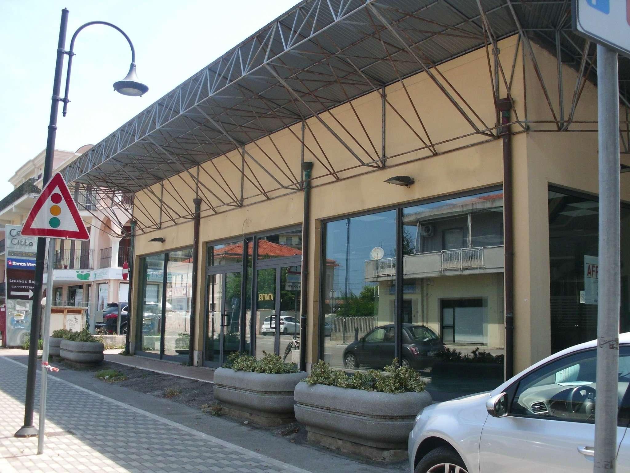 Negozio / Locale in affitto a Montesilvano, 1 locali, prezzo € 3.000 | CambioCasa.it