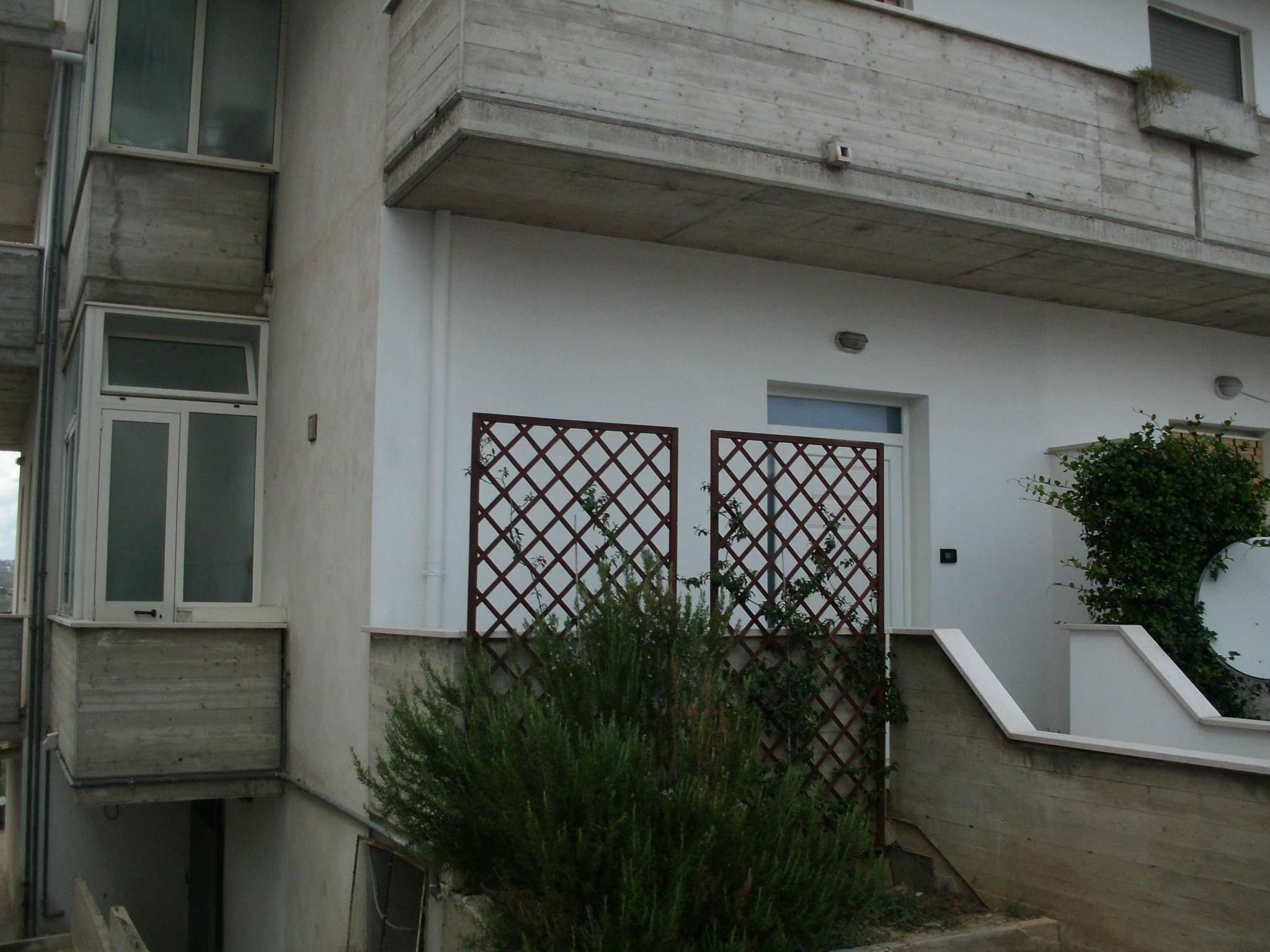 Magazzino in affitto a Cappelle sul Tavo, 2 locali, prezzo € 250 | CambioCasa.it