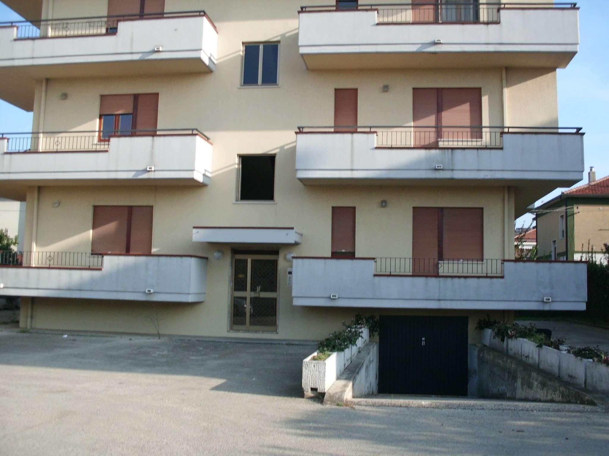 Appartamento in affitto a Montesilvano, 5 locali, prezzo € 600 | CambioCasa.it