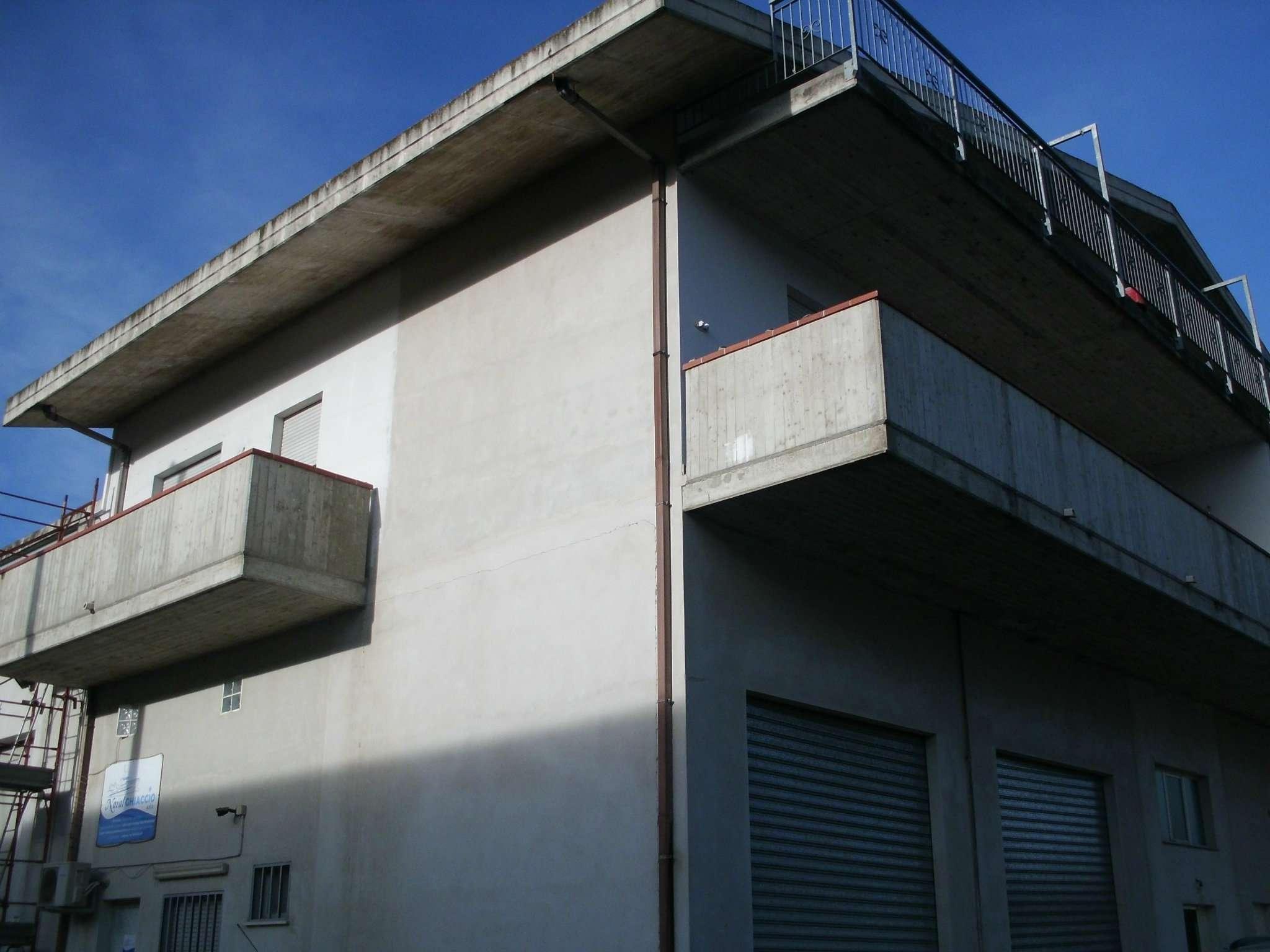 Attico / Mansarda in affitto a Cappelle sul Tavo, 3 locali, prezzo € 350   CambioCasa.it