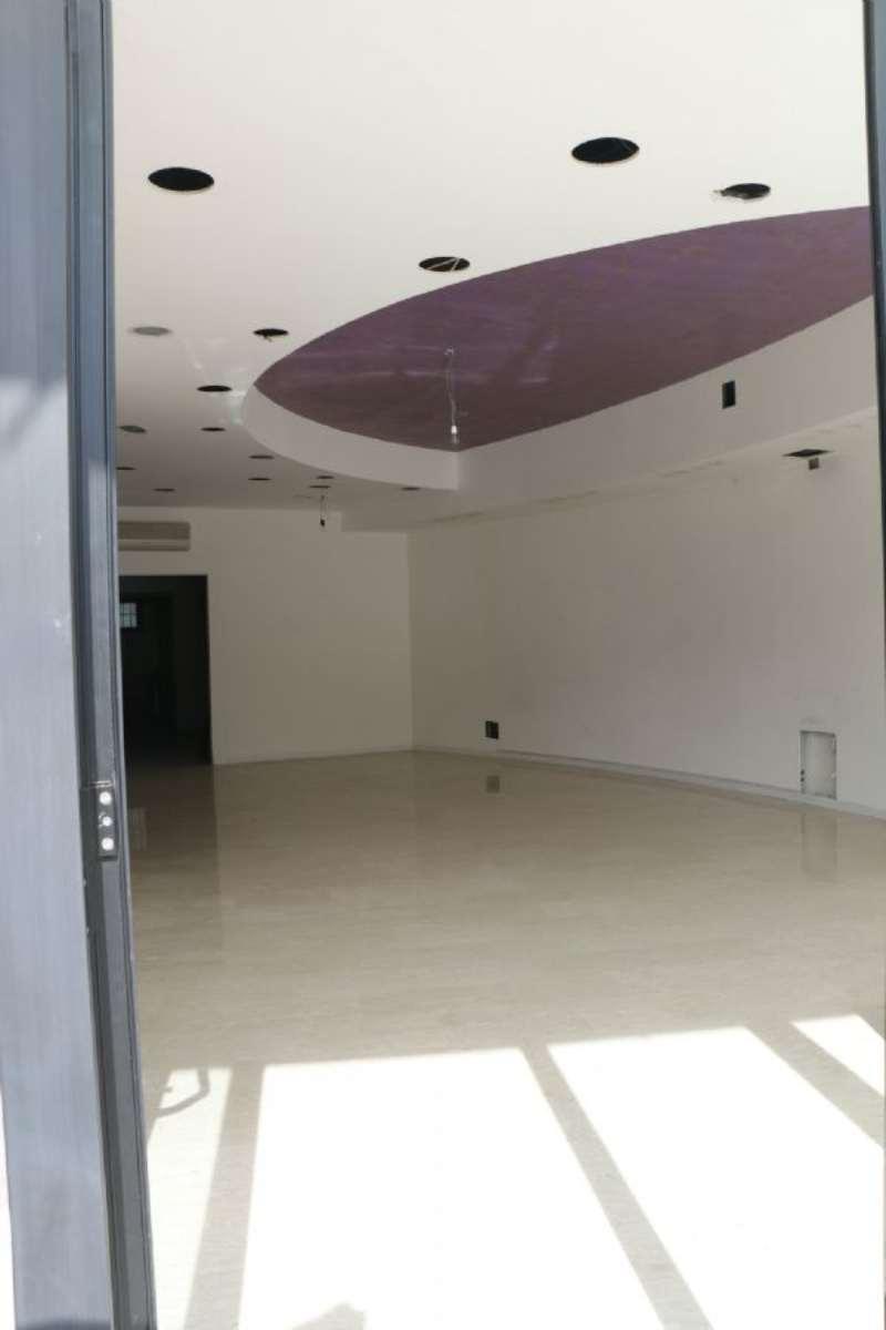 Negozio / Locale in affitto a Montesilvano, 1 locali, prezzo € 1.200 | CambioCasa.it
