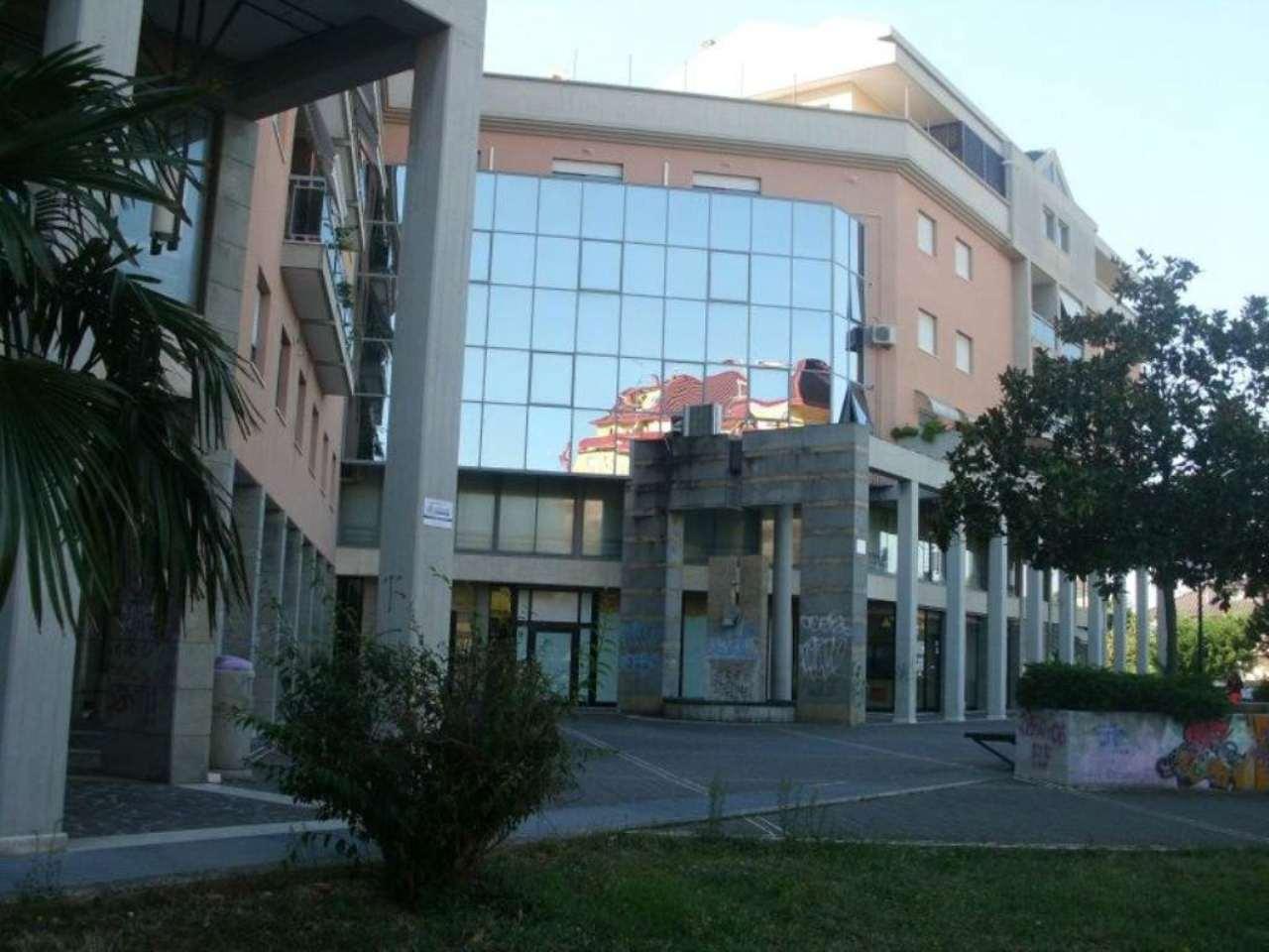 Ufficio / Studio in affitto a Montesilvano, 3 locali, prezzo € 700 | Cambio Casa.it