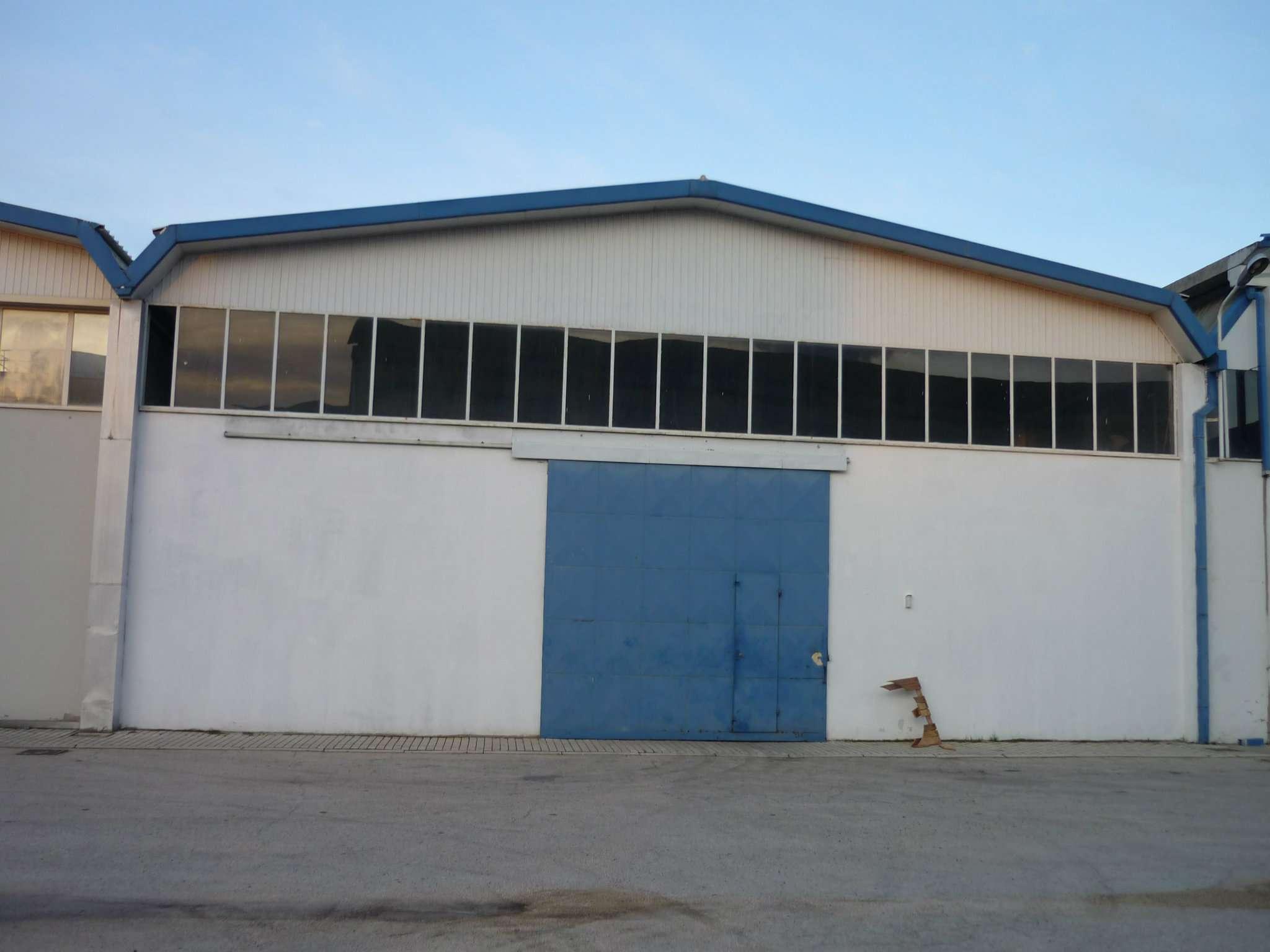 Ufficio capannone pescara in affitto waa2 for Capannone di 300 metri quadrati