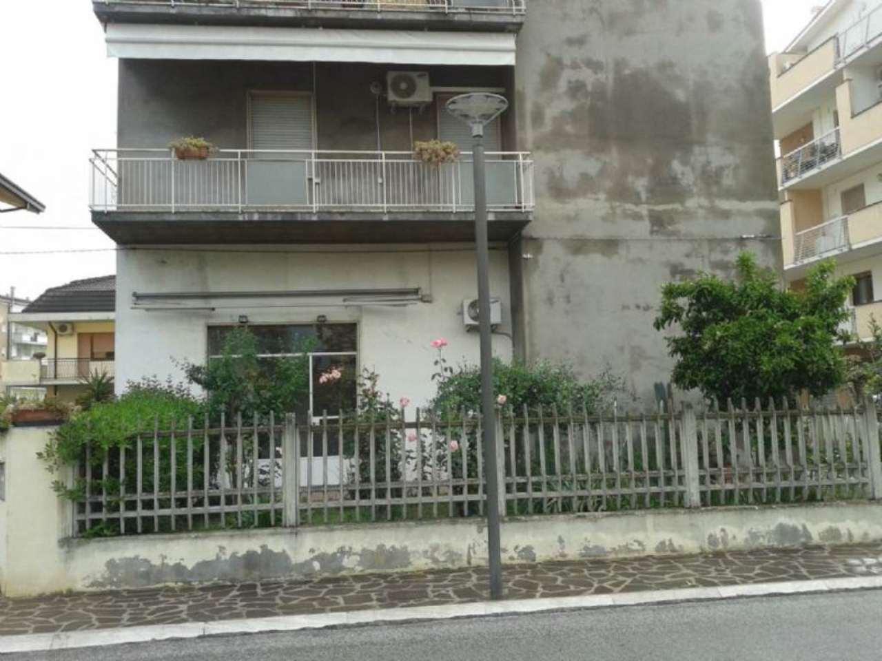 Negozio / Locale in affitto a San Giovanni Teatino, 1 locali, prezzo € 300 | Cambio Casa.it