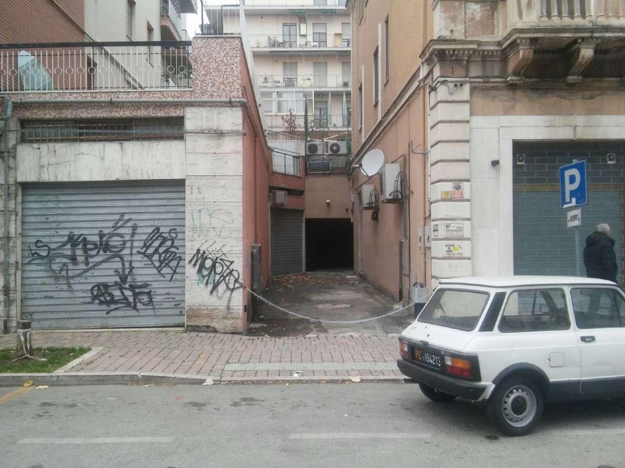 Box / Garage in affitto a Pescara, 1 locali, prezzo € 290 | CambioCasa.it