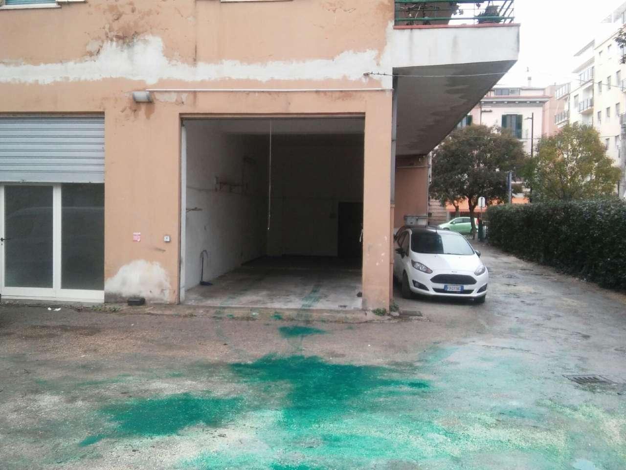 Box / Garage in affitto a Pescara, 1 locali, prezzo € 300 | CambioCasa.it