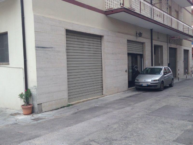 Locale commerciale bilocale in affitto a Pescara (PE)