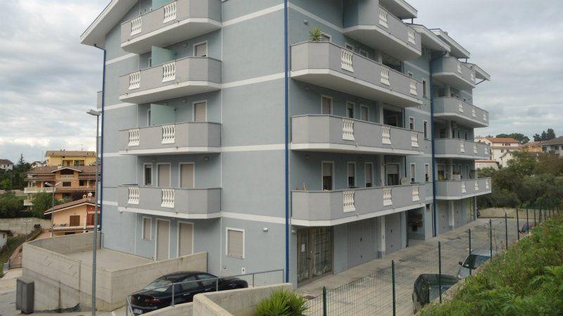 Appartamento in vendita a Pianella, 3 locali, prezzo € 72.000   Cambio Casa.it