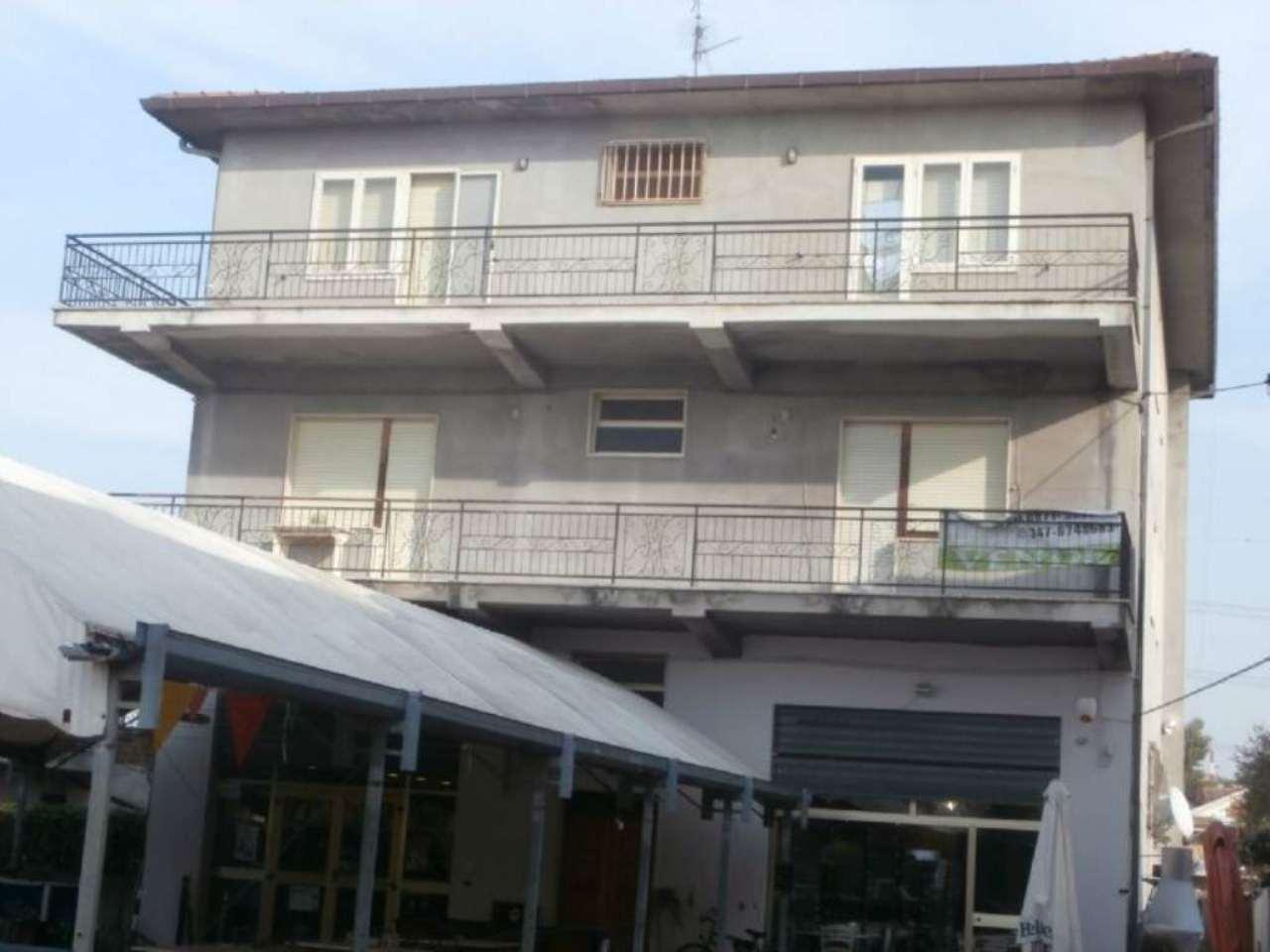 Appartamento in vendita a Cepagatti, 9 locali, prezzo € 100.000   Cambio Casa.it