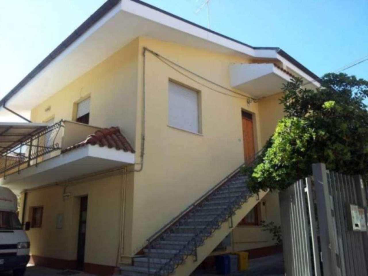 Soluzione Indipendente in vendita a Pescara, 6 locali, prezzo € 400.000 | Cambio Casa.it