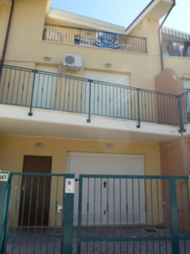 Soluzione Indipendente in vendita a Pescara, 5 locali, prezzo € 260.000 | Cambio Casa.it
