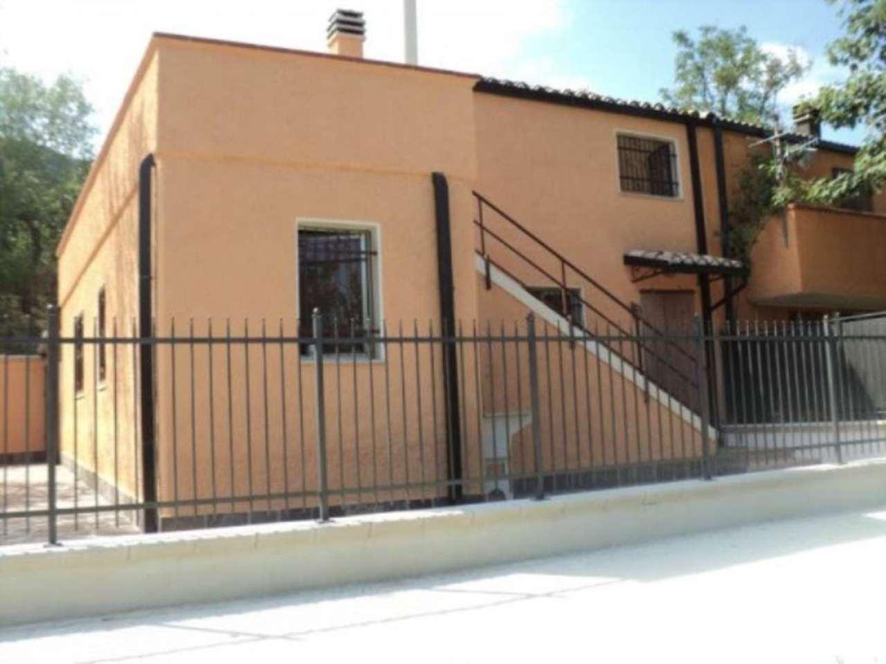 Villa a Schiera in vendita a Civitella Casanova, 4 locali, prezzo € 55.000 | Cambio Casa.it