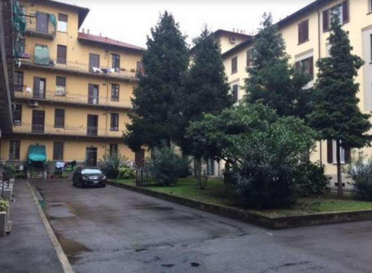 Bilocale Milano Viale Nazzario Sauro 7