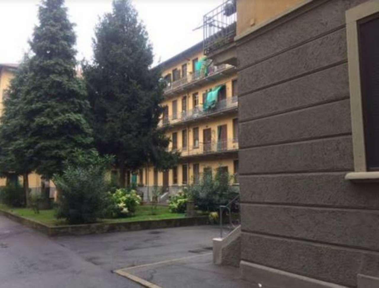 Bilocale Milano Viale Nazzario Sauro 8