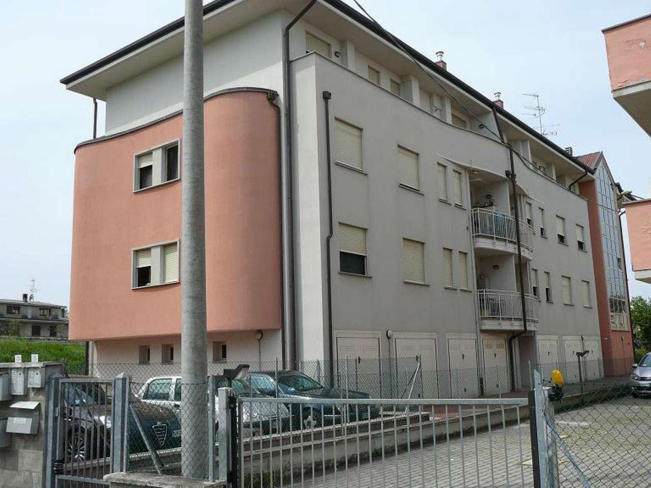 Bilocale Cento Via Ariosto 4