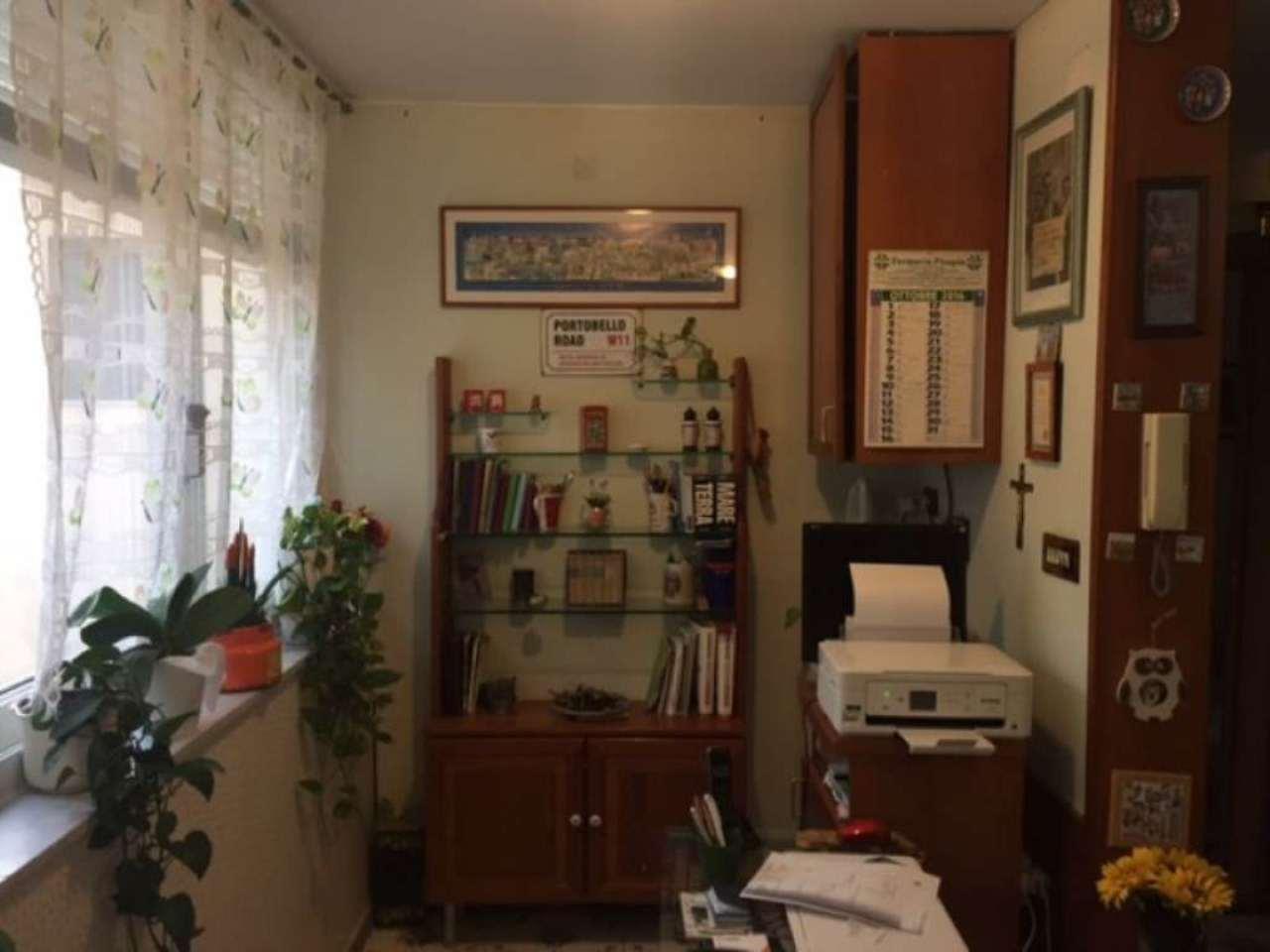 Bilocale Napoli Via Luca Giordano 6