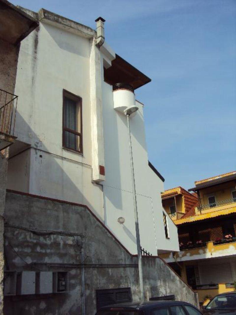 Bilocale Bellona Via Giordano Bruno 10