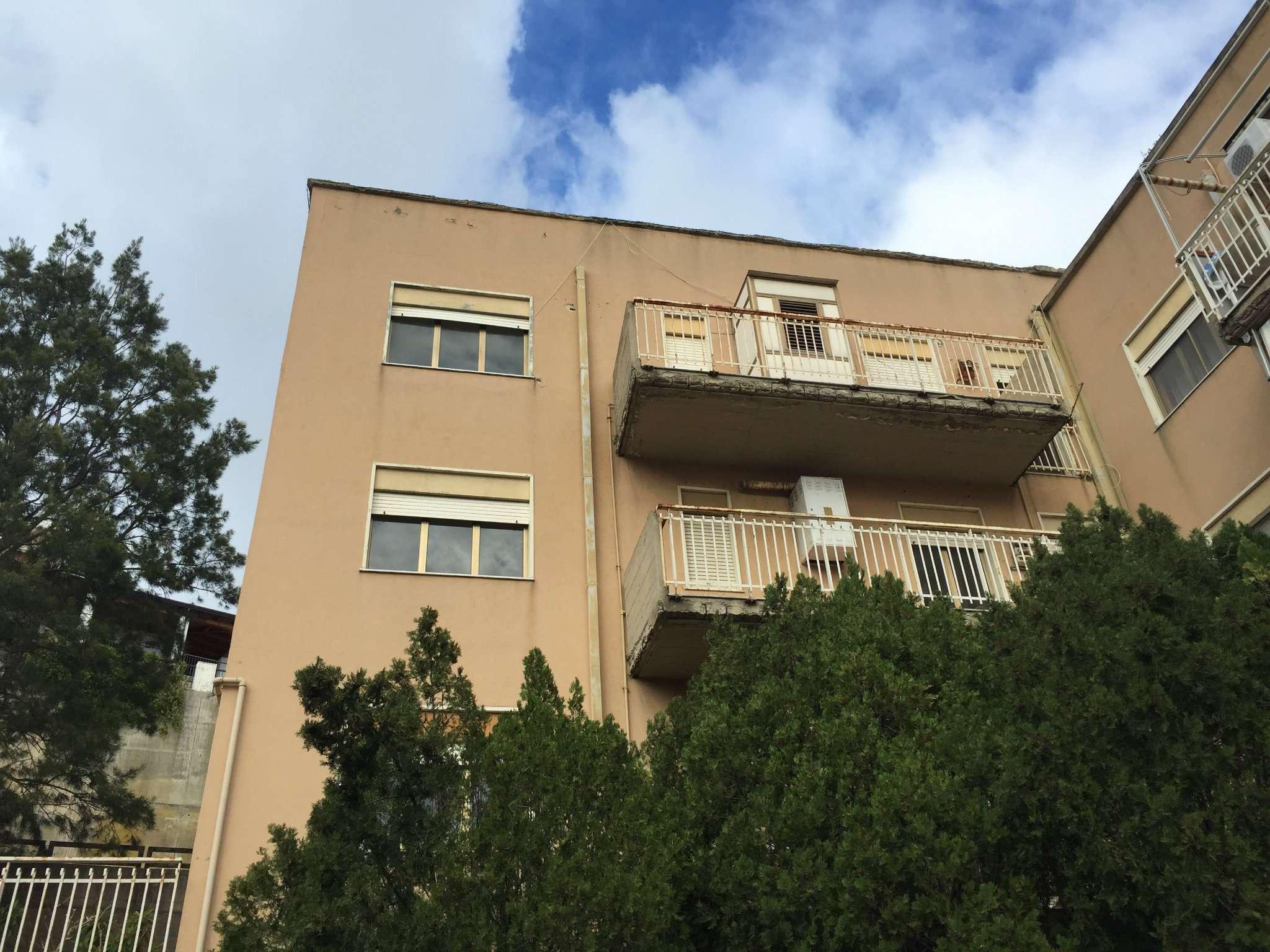 Bilocale Messina Via Del Fante 1