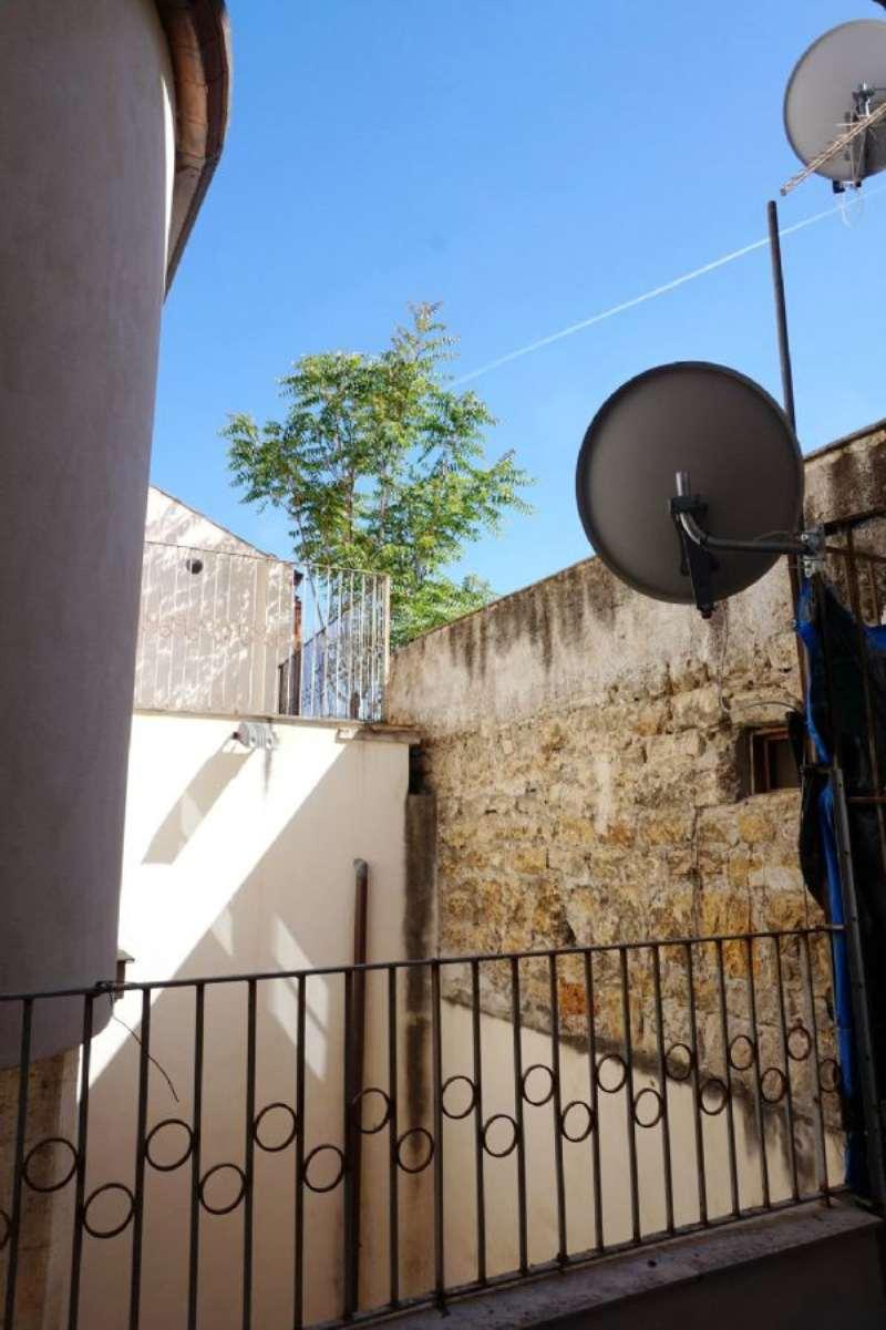 Bilocale Palermo Via Schiavuzzo 13