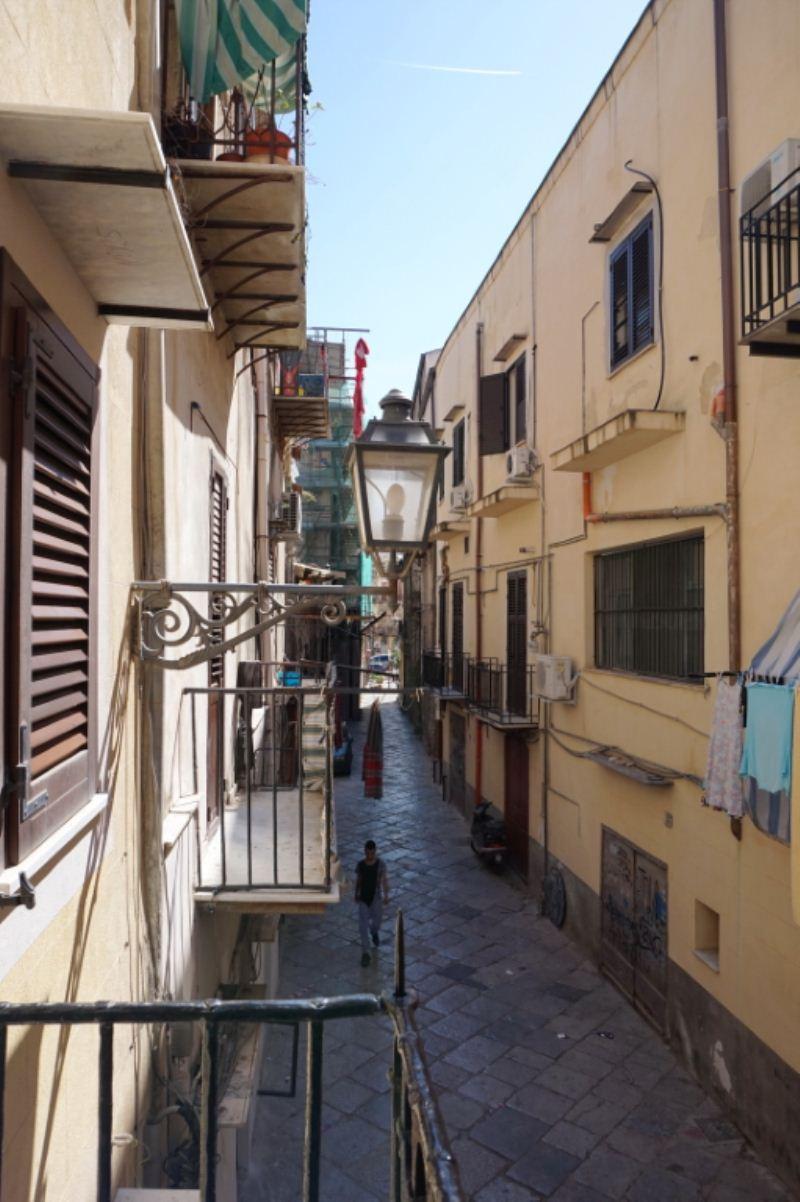 Bilocale Palermo Via Schiavuzzo 12