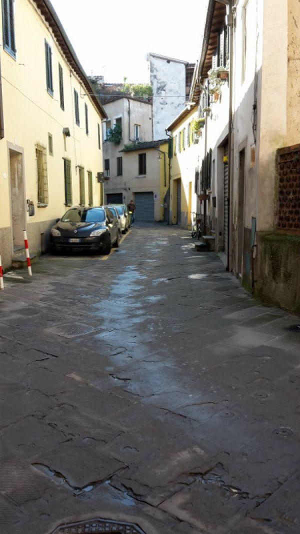 Bilocale Lucca Via Burlamacchi 11