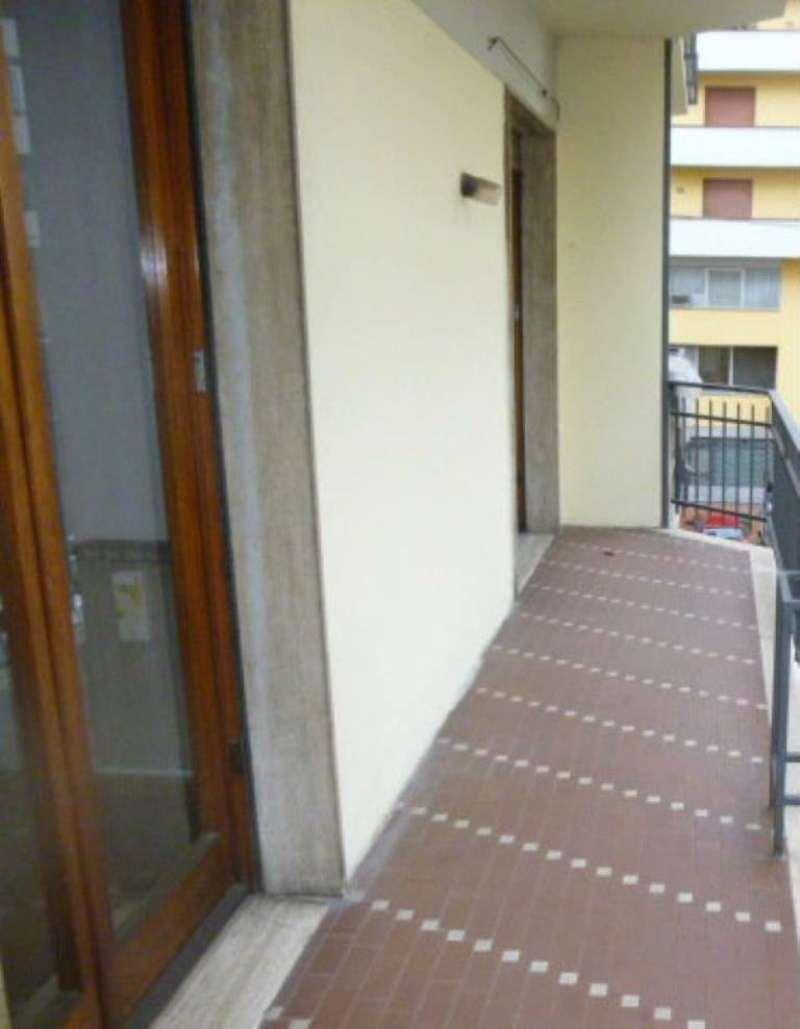 Bilocale Prato Via Ferrara 7