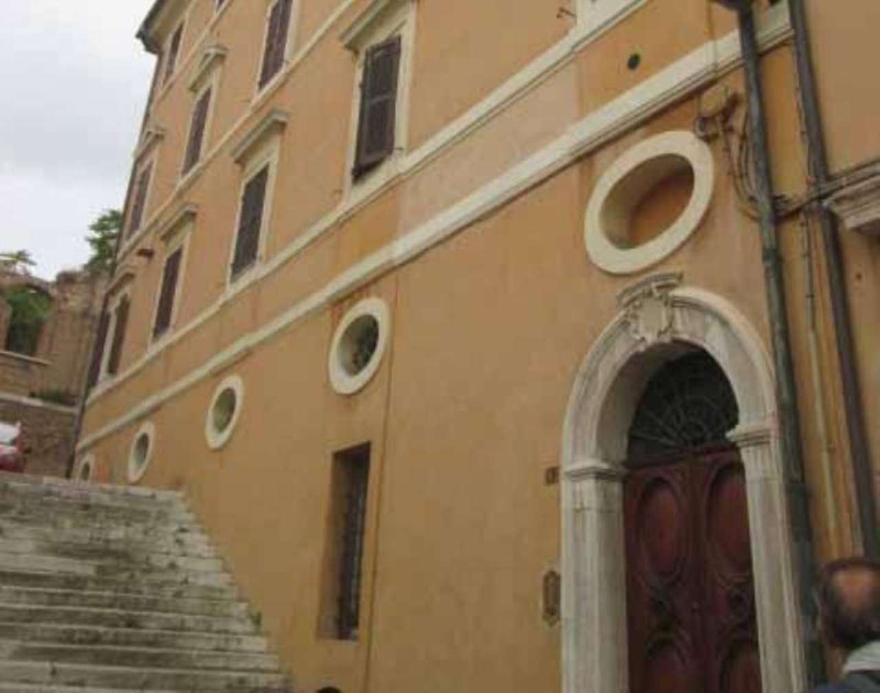 Bilocale Ancona Piazza San Francesco 9
