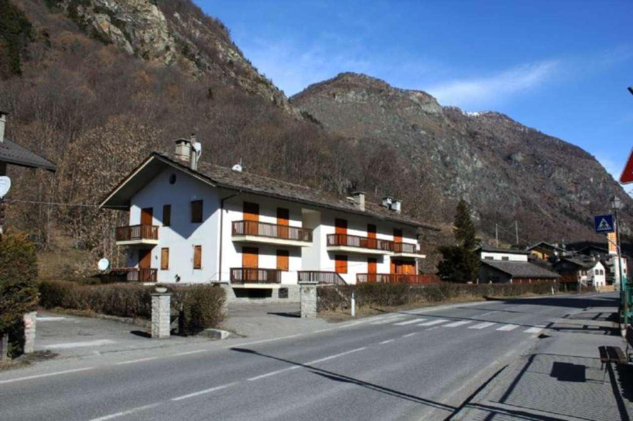 Appartamento in vendita a Antey-Saint-Andrè, 6 locali, prezzo € 230.000 | Cambio Casa.it