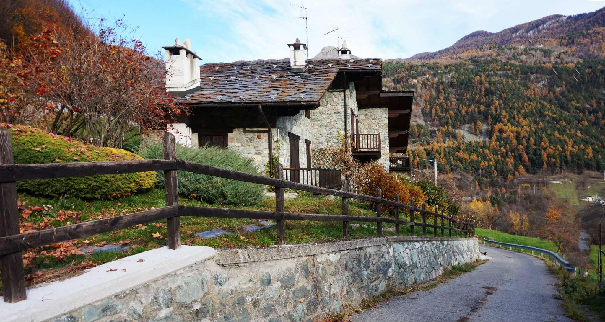 Appartamento in vendita a Antey-Saint-Andrè, 3 locali, prezzo € 170.000 | Cambio Casa.it