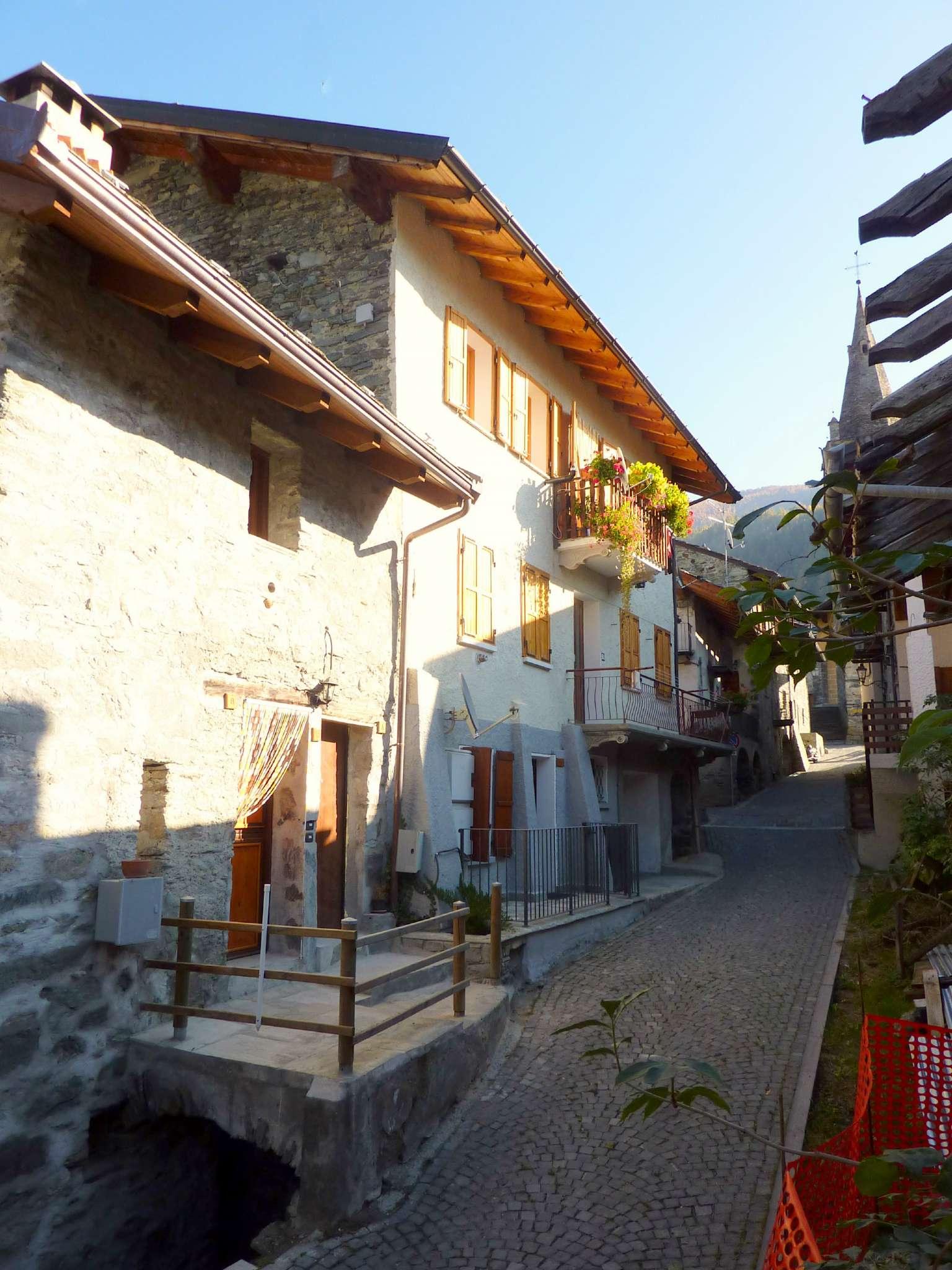 Appartamento in vendita a Antey-Saint-Andrè, 3 locali, prezzo € 110.000 | Cambio Casa.it