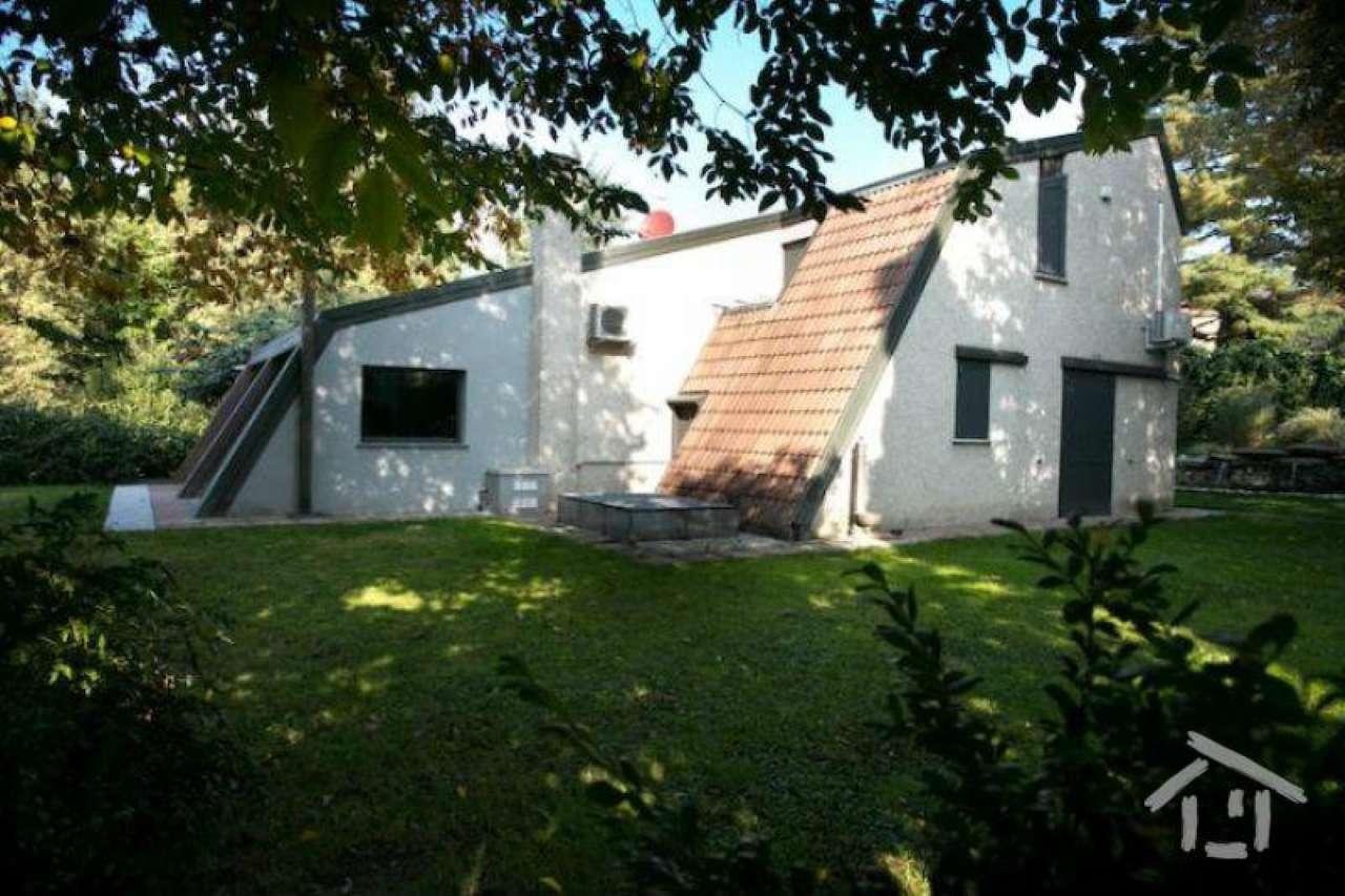 Villa in vendita a Triuggio, 14 locali, Trattative riservate | Cambio Casa.it