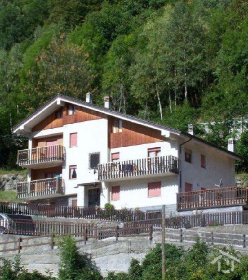 Appartamento in vendita a Antey-Saint-Andrè, 3 locali, prezzo € 160.000 | Cambio Casa.it