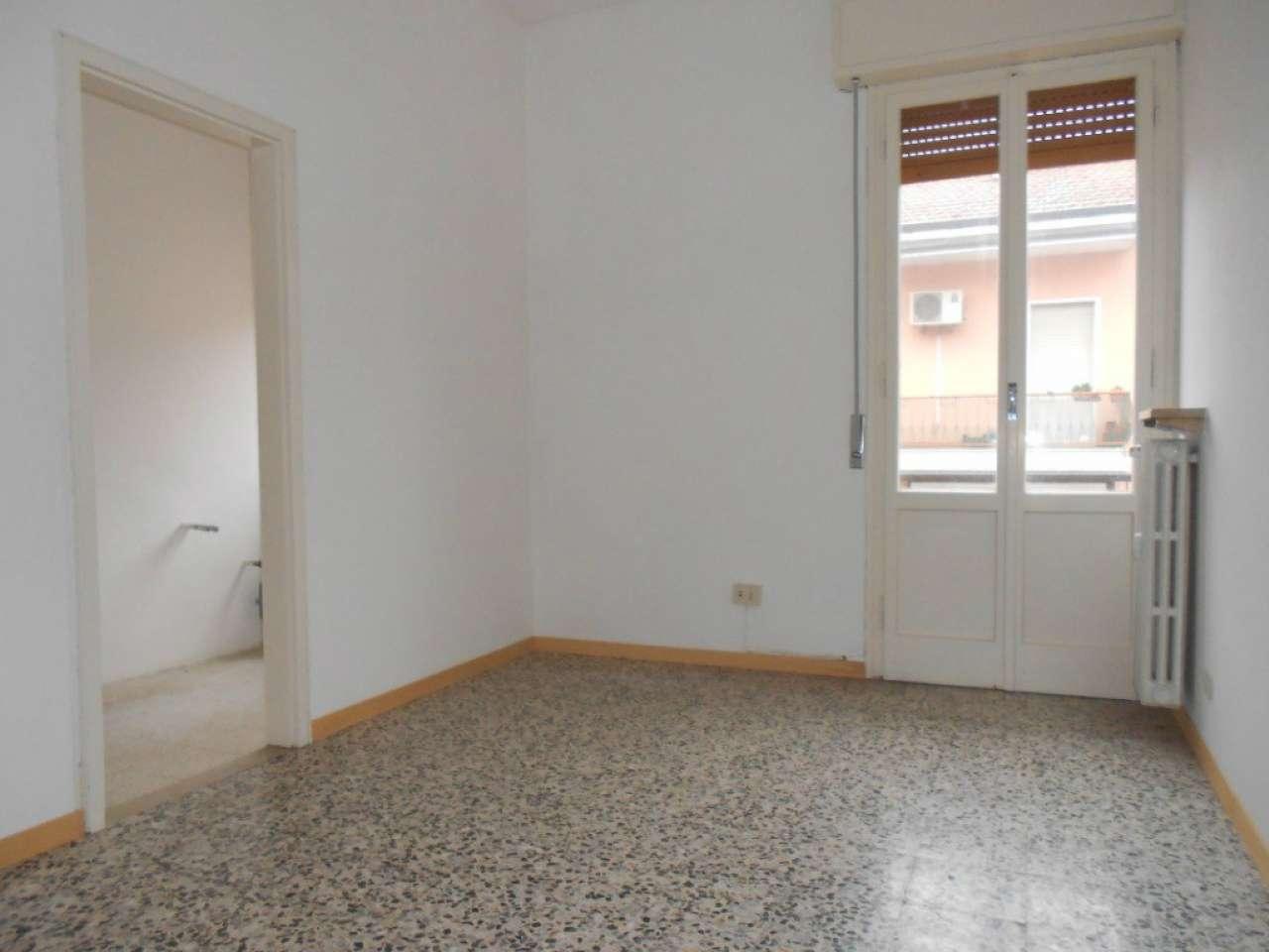 Appartamento in vendita a Modena, 4 locali, prezzo € 140.000 | Cambio Casa.it