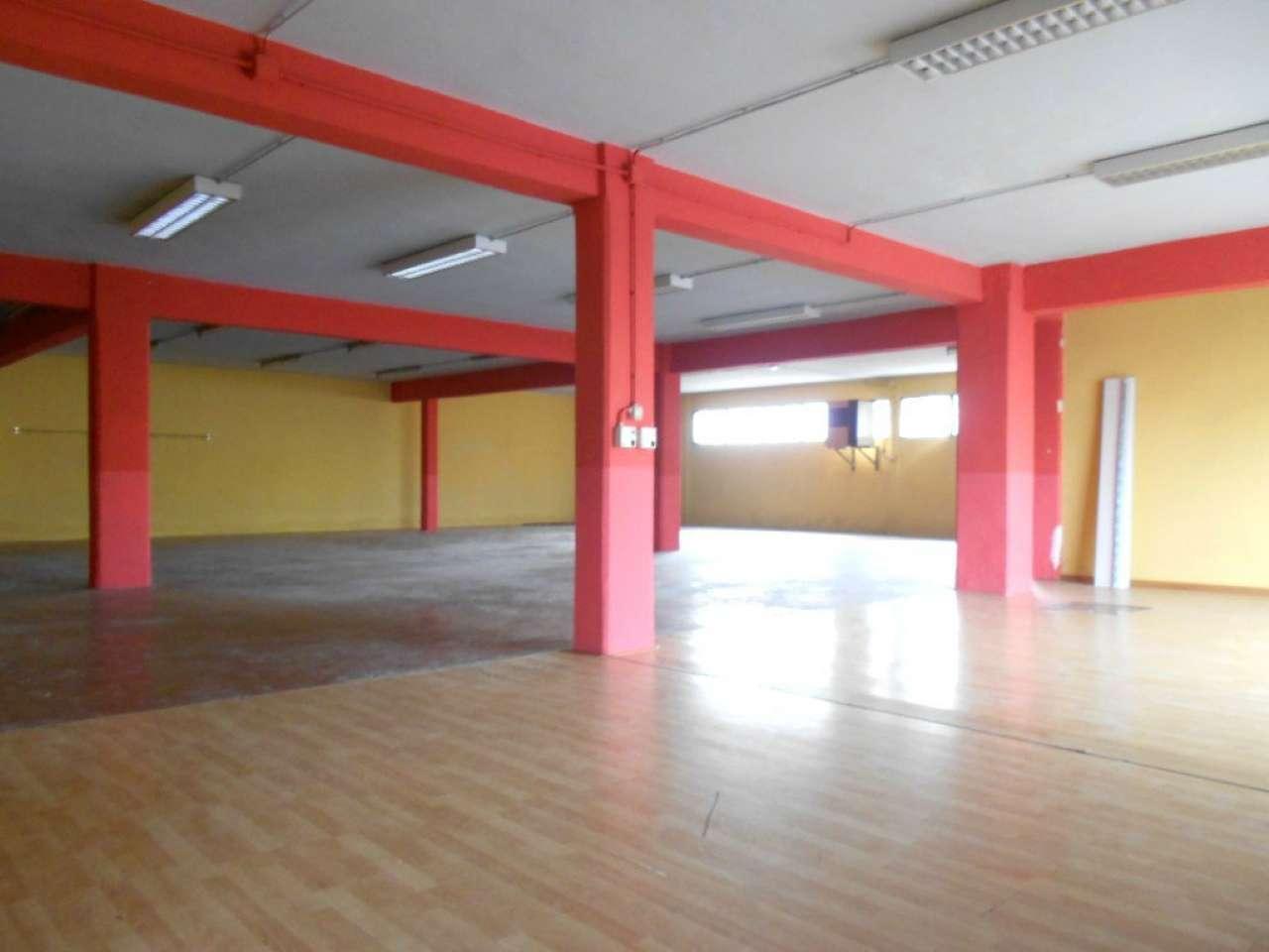 Laboratorio in affitto a Modena, 3 locali, prezzo € 1.600   CambioCasa.it