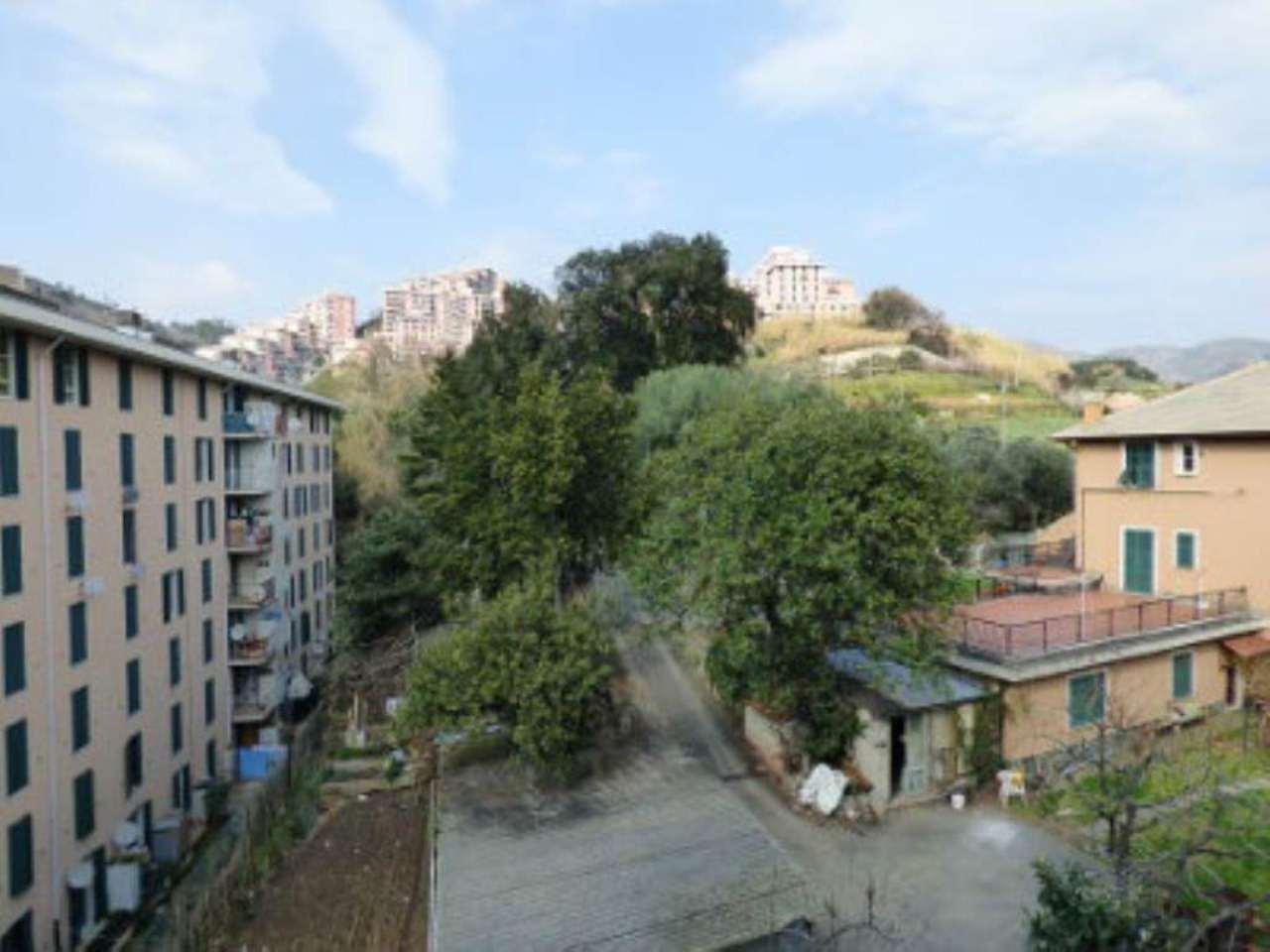Bilocale Genova Via Montanella 8