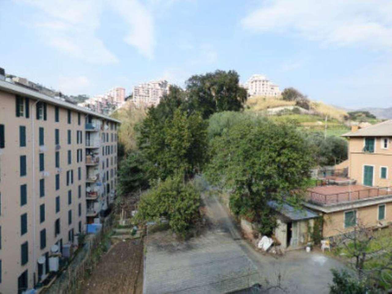 Bilocale Genova Via Montanella 9