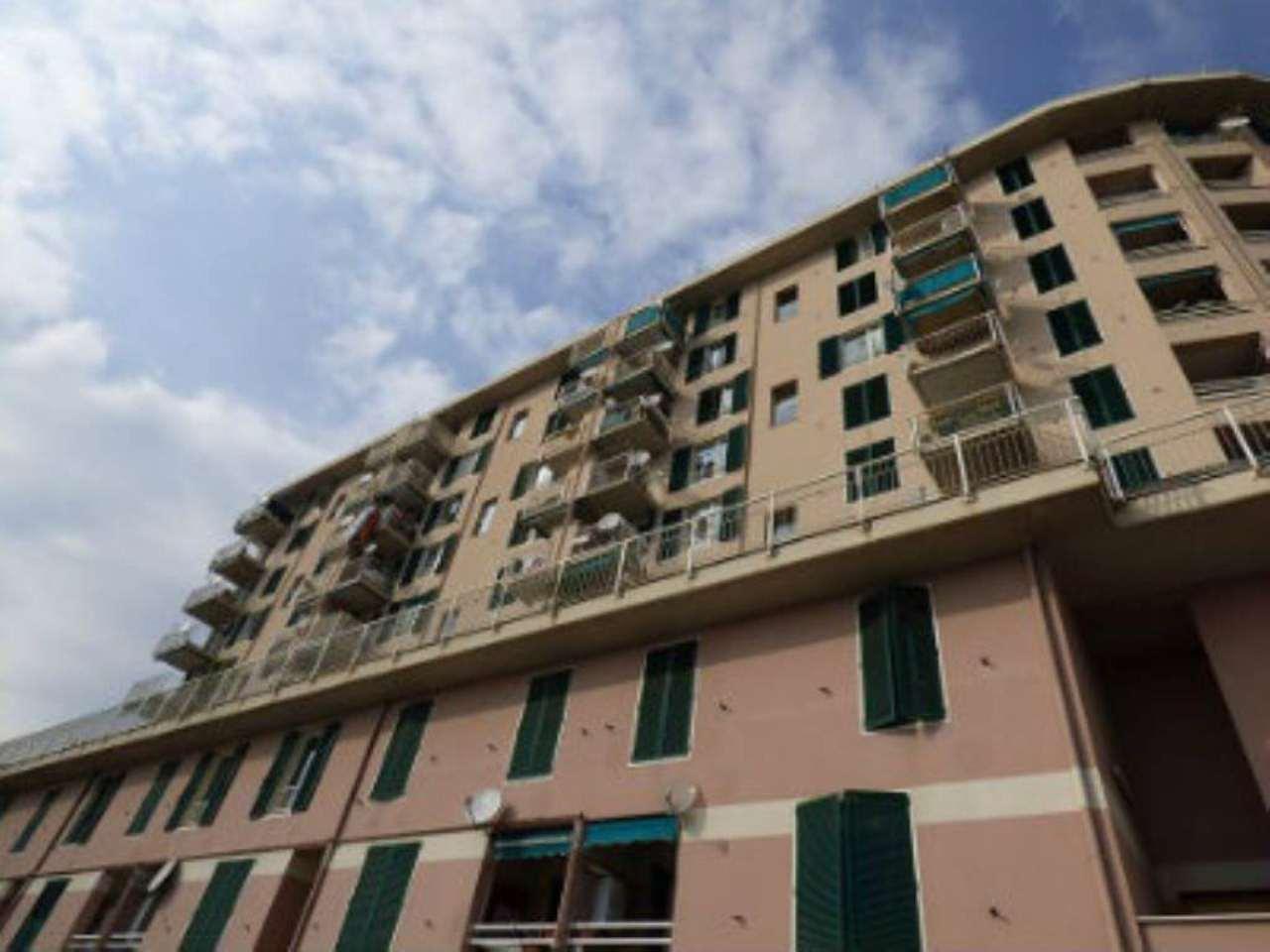 Bilocale Genova Via Montanella 10