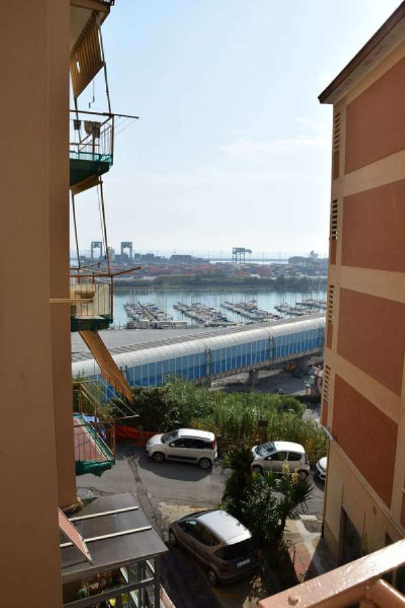 Bilocale Genova Via Lero 7