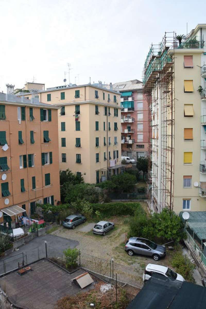 Bilocale Genova Via Alla Chiesa Di Pra 11