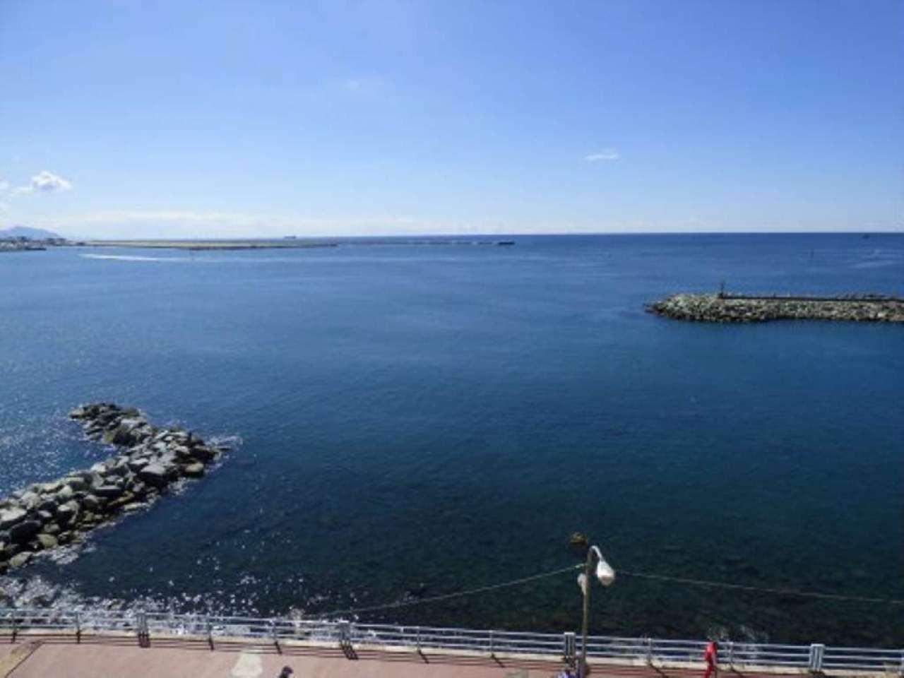 Bilocale Genova Via Pegli 7