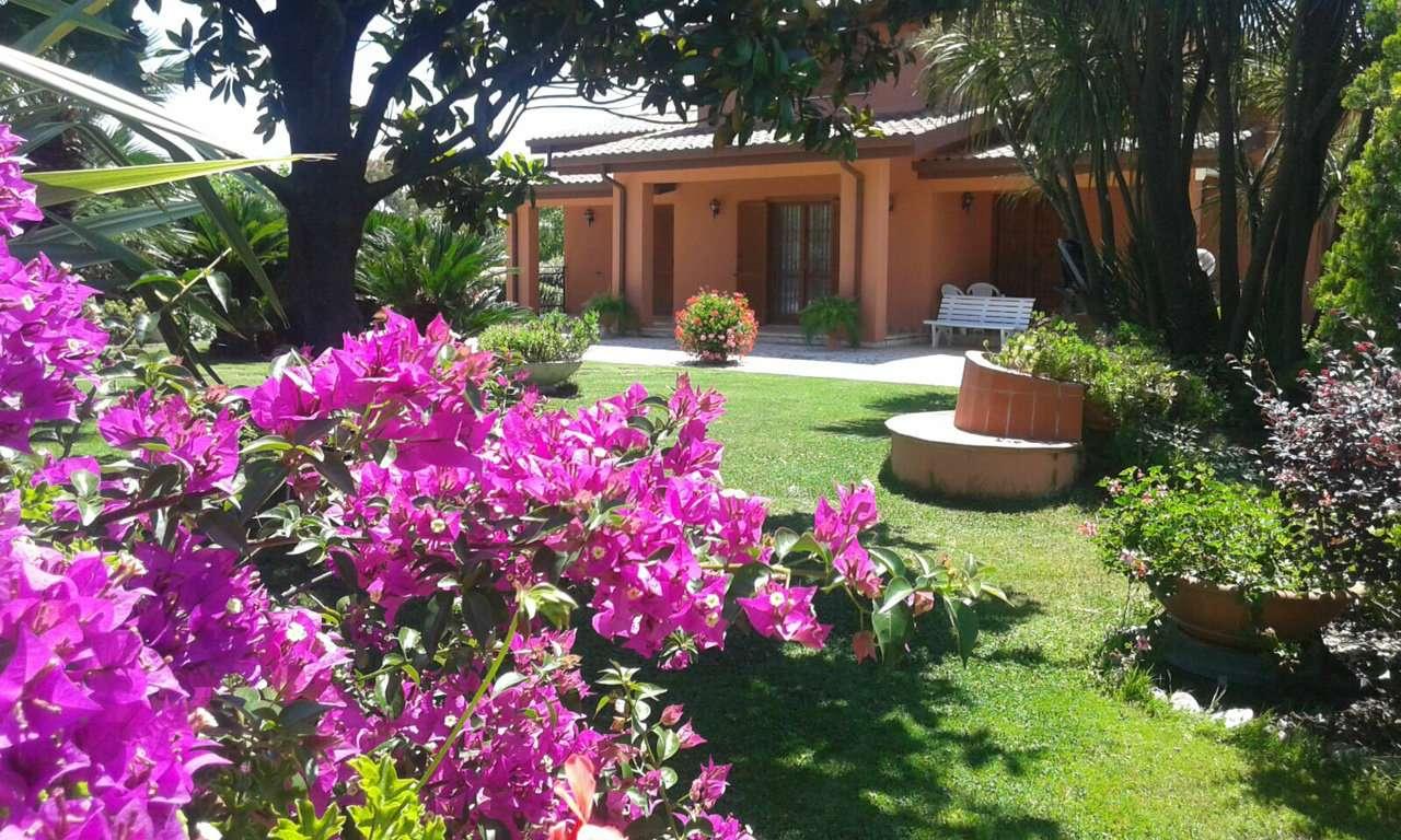 Villa in vendita a Aprilia, 10 locali, prezzo € 320.000 | Cambio Casa.it