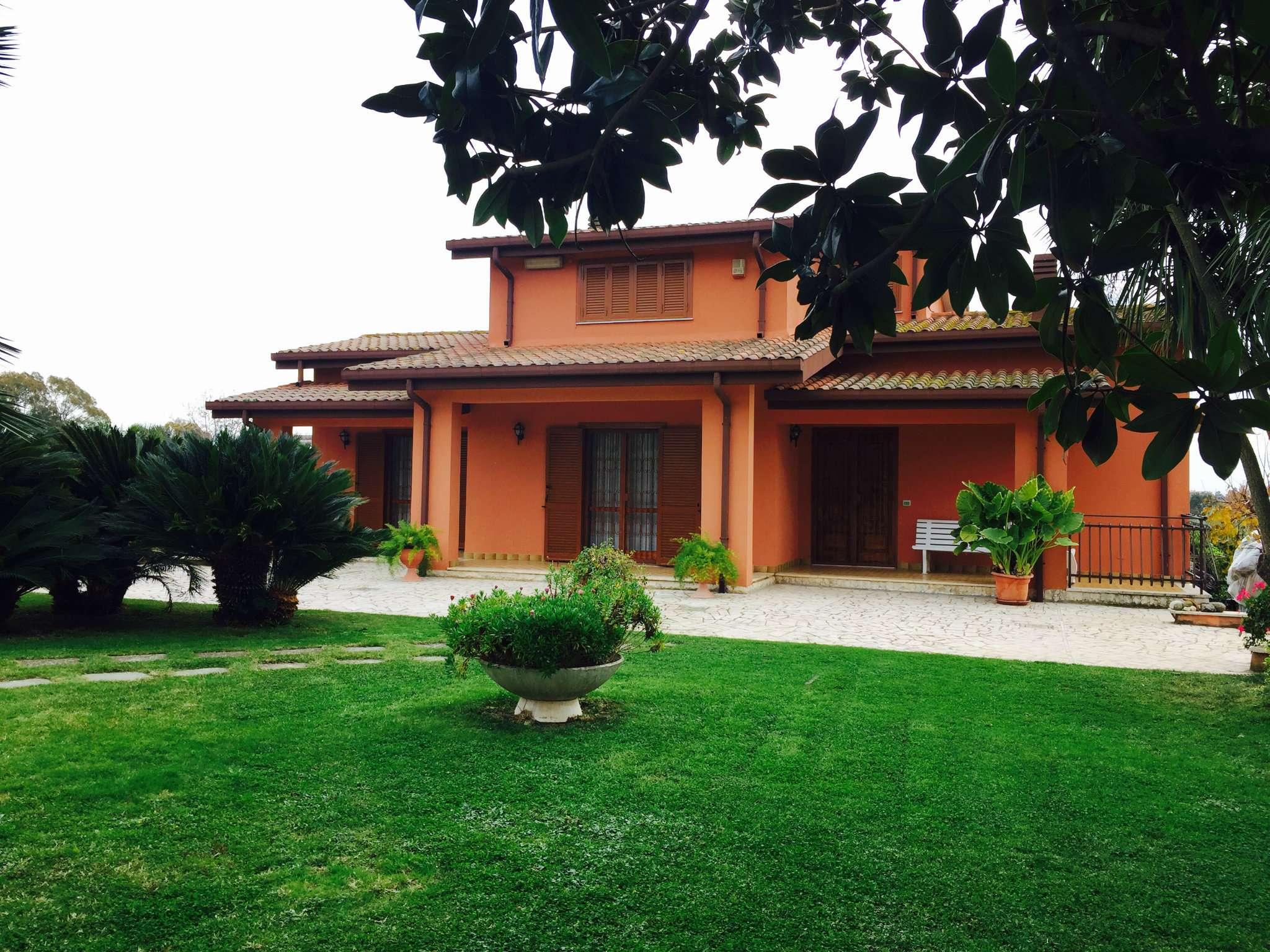 Villa in vendita a Aprilia, 10 locali, prezzo € 320.000 | CambioCasa.it