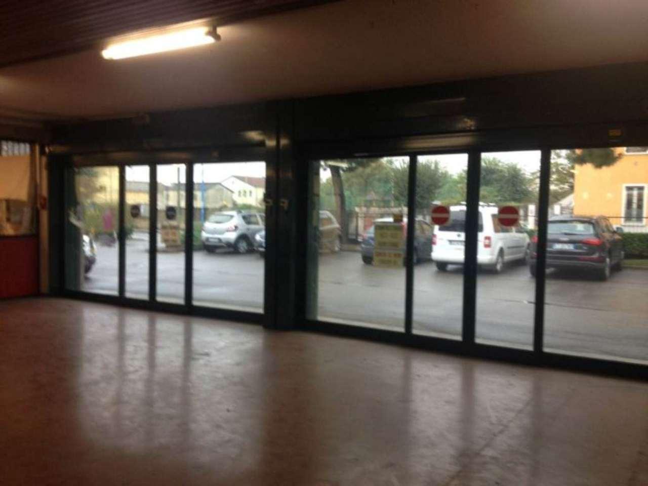Magazzino in affitto a Roncadelle, 3 locali, prezzo € 2.000 | CambioCasa.it