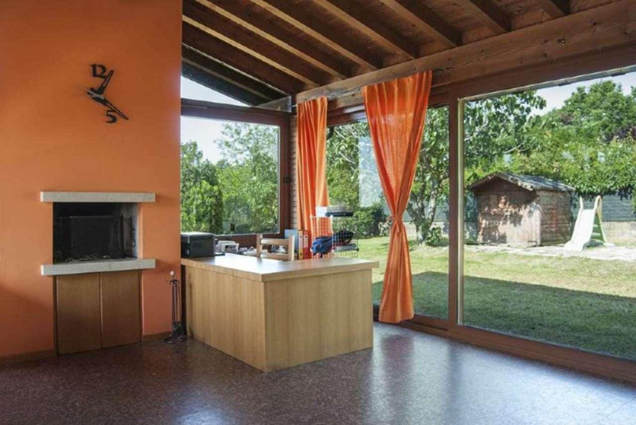 Villa in vendita a Calcinato, 8 locali, prezzo € 380.000 | Cambio Casa.it