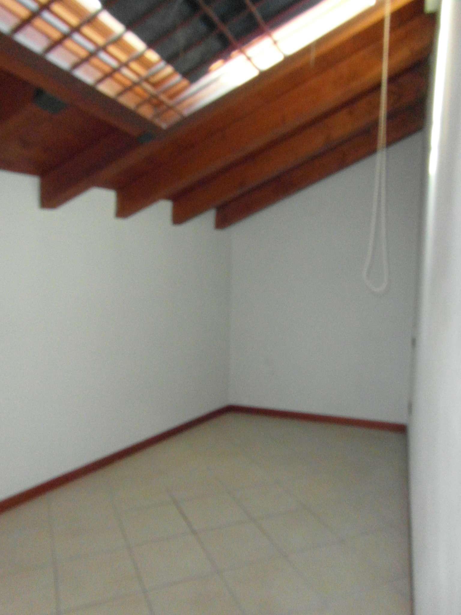 Appartamento in affitto a Calcinato, 4 locali, prezzo € 500 | Cambio Casa.it