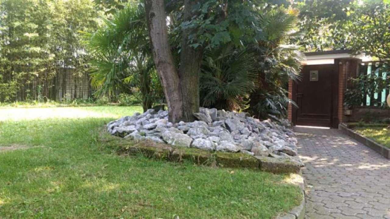Villa in vendita a Desio, 4 locali, prezzo € 475.000 | Cambio Casa.it