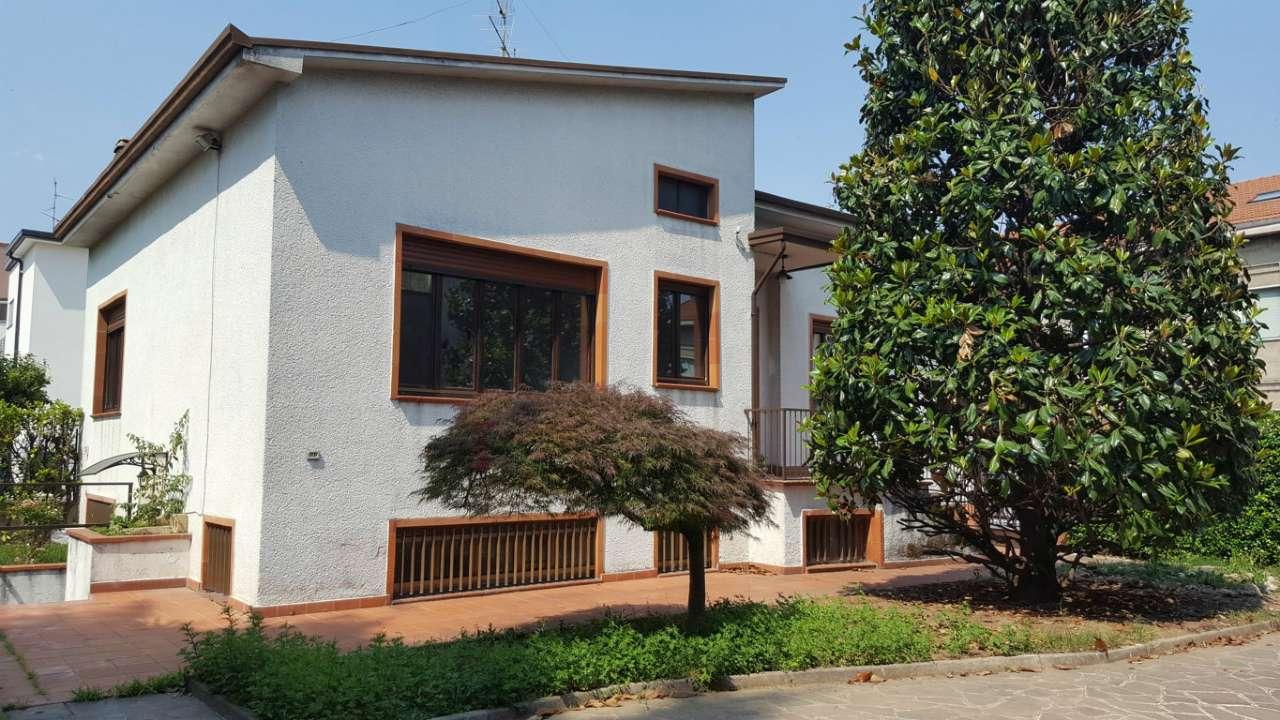 Villa in vendita a Lissone, 4 locali, prezzo € 990   Cambio Casa.it