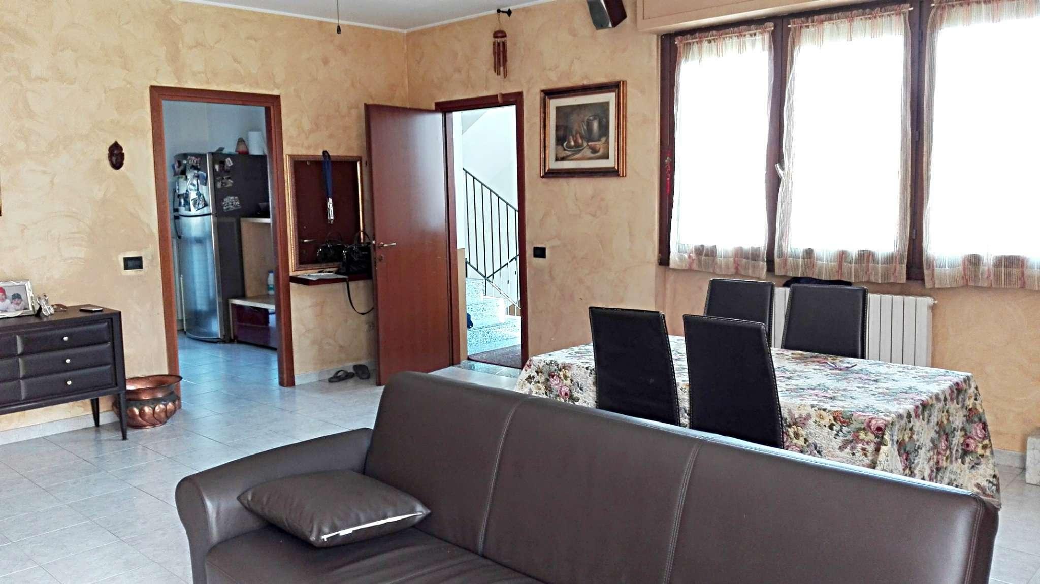 Soluzione Indipendente in vendita a Desio, 3 locali, prezzo € 280.000 | CambioCasa.it